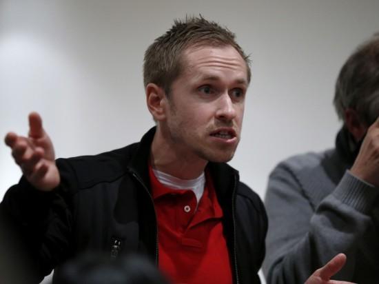 Opprørt. Mads Kaggestad, som her konfronterer Steffen Kjærgaard etter hans dopinginnrømmelse, mener straffen til Bruyneel er upassende.