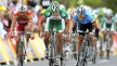 2008: Hushovd tar seieren på den andre etappen i Tour de France, foran Kim Kirchen i en tøff avslutning. Foto: Tim de Waele (©TDWSport.com)