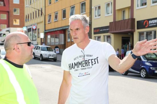 Travel: Knut-Arne Iversen er prosjektansvarlig for Arctic Race i Hammerfest. For han blir det travle dager før løpet. Foto: Kjetil R. Anda / procycling.no