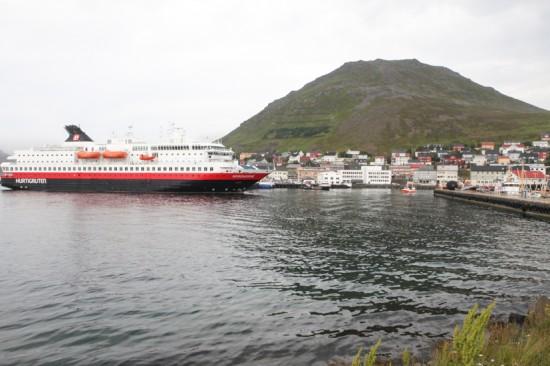 HONNINGSVÅG: Startbynen på den andre etappen liker å kalle seg Norges Sommerby. Hurtigruta er en svært viktig faktor til den voldsomme turismen som preger byen. Foto: Kjetil R. Anda / procycling.no