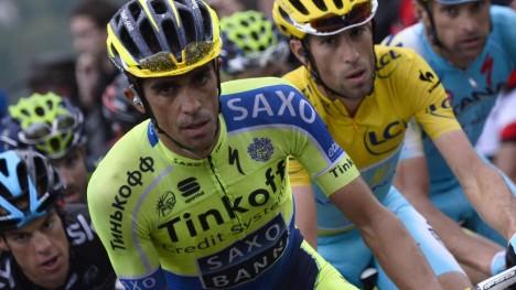 DOBBEL UTFORDRING: Både Alberto Contador og Vincenzo Nibali vil sykle Giro d'Italia og Tour de France i 2015. Begge vil skrive sykkehistorie som den åttende i historien som vinner begge. Foto: AFP PHOTO / LIONEL BONAVENTURE