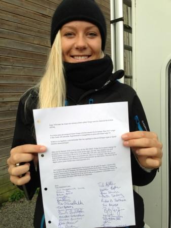 PROTEST: Alle jentene som stilte til start i Sandnes signerte på protestbrevet til Norges Cykleforbund. Foto: Karl Lima.