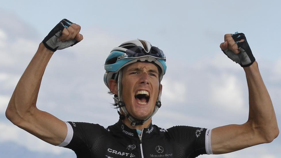 <b>SLUTTSYKLET</b> Andy Schleck legger opp på grunn av skaden han pådro seg i en velt under sommerens Tour de France. Her vinner han sin kanskje mest ikoniske seier som sykkelrytter, på toppen av Galibier. (AP Photo/Christophe Ena)