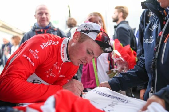 KLATREKONGE: August Jensen hadde en solid sesong i 2014, og gikk blant annet helt til topps i klatrekonkurransen i Arctic Race. Likevel mener han at han ikke vil bli noen ren klatrer. Foto: Kjetil R. Anda / procycling.no