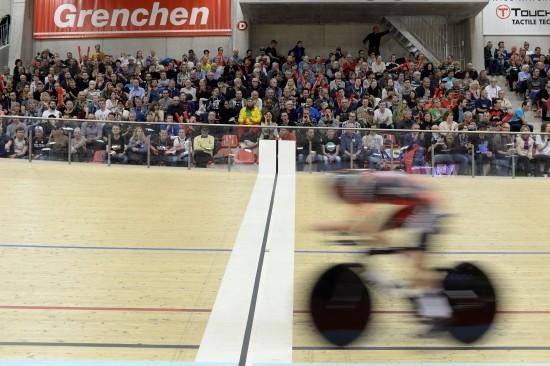 JEVN FART: Dennis startet utrolig jevnt før han etter hvert satte opp tempoet. FOTO: AFP