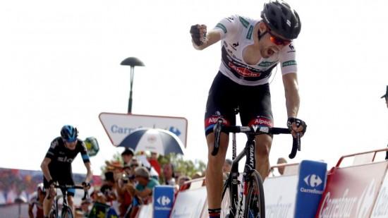 <b>IMPONERER ALLE:</b> Tom Dumoulin overrasket hele sykkelverdenen da han slo Chris Froome på den niende etappen av årets Vuelta a España. Foto: JOSE JORDAN (Scanpix/Afp)