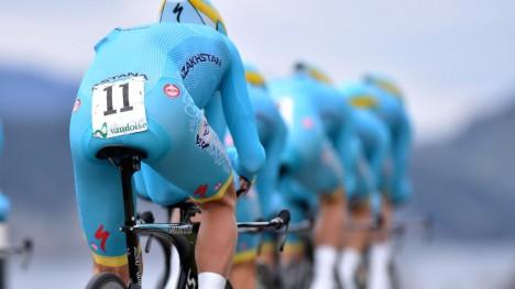 FÅR GODKJENT: UCI har funnet at Astana etterlever strenger krav og får beholde WorldTour-lisenen inn i sesongen 2016.  Foto: Tim de Waele (©TDWSport.com)