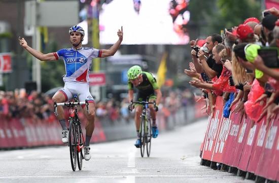 NESTEN 2: Johan Le Bon lurer Dylan Van Baarle i Eneco tour. Foto: Tim de Waele (©TDWSport.com)
