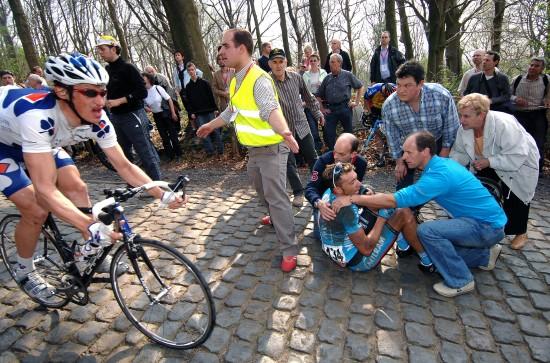 Cycling : 69e Gent - Wevelgem SACCHI Fabio (Ita) / Crash Chute Val / Kemmelberg Gent/Deinze - Wevelgem (210 Km) UCI Pro Tour / (c)Tim De Waele
