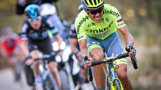 TETT KAMP: Alberto Contador (foran) gjorde et tappert forsøk, men klarte ikke å ta inn nok sekunder på Geraint Thomas (bak).  Foto: LC (©TDWSport.com)