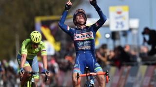 VANT FOR DØD VENN: Enrico Gasparotto dediserte sin seier i Amstel Gold Race til sin avdøde lagkamerat og hans kone Foto: Tim de Waele (©TDWSport.com)