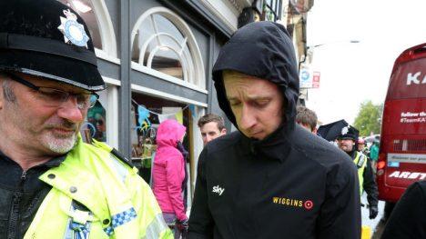 STANSET WIGGINS: Med syv av syklene borte, kunne ikke Team Wiggins fortsette rittet i Polen. Her er eier Bradley Wiggins avbildet foran Tour de Yorkshire.