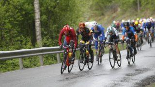 IKKE ENIGE: Landslaget skyldte på de norske kontilagene, men fikk ingen aksept i retur. Her forsøker Sven Erik Bystrøm å stjele noen innlagte klatrepoeng. FOTO: Tour of Norway