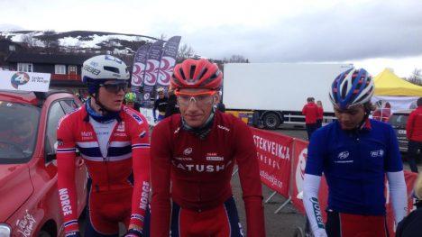 NORGES LAG: Daniel Hoelgaard, Sven Erik Bystrøm og Odd Christian Eiking etter nok en tøff etappe i Tour of Norway. (foto: procycling.no).