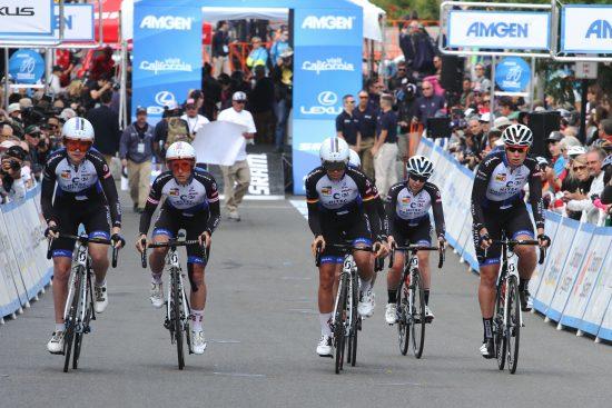 LAGTEMPO: Team Hitec Products ble tilslutt nummer åtte på lagtempoen i Amgen Tour of California. Her ut fra start. Foto: Team Hitec Products