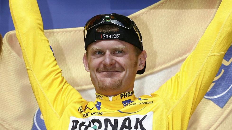 MISTET SEIEREN: Floyd Landis syklet inn i Paris med gul trøye i 2006, men ble avslørt av en dopingprøve og ble strøket fra resultatlistene. Foto: REUTERS/Stefano Rellandini /Files Reuters