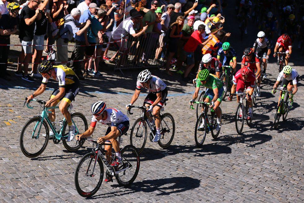 IMPONERTE I BERN: Holst Enger bekler fronten av feltet på etappe 17, omringet av stjerner som Vanmarcke, Degenkolb og Sagan. Kristoff og Boasson Hagen like bak. Foto: Tim de Waele (©TDWSport.com)