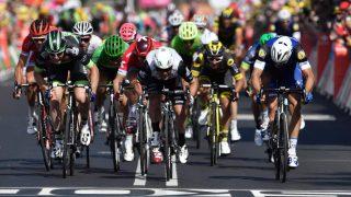 SLÅTT: Marcel Kittel måtte se at Mark Cavendish igjen var for sterk. Etterpå var tyskeren misfornøyd med arrangøren. Foto: Jeff Pachoud (Scanpix/Afp)