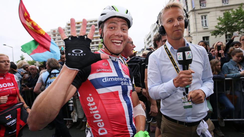 GRUNN TIL Å SMILE: Edvald Boasson Hagen og resten av Dimension Data-rytterne opplever et eventyrlig Tour de France. Det sørafrikanske laget har vunnet fire av sju etapper så langt. Foto: Tim de Waele (©TDWSport.com)