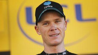 BØTELAGT: Chris Froome slo en tilskuer på den åttende etappen av Tour de France. Det likte arrangøren dårlig. Foto: YOAN VALAT (Scanpix/Epa)
