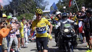 LØP: Chris Froome måtte ta beina fatt etter en skikkelig skandale i Tour de France. Foto: Stephane Mantey (Scanpix/Reuters)