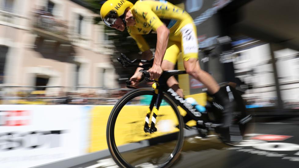 TRYGGET LEDELSEN: Froome var overlegen blant sammenlagtrytterne på fredagens tempo, men kunne ikke slå Tom Dumoulin (AFP PHOTO / KENZO TRIBOUILLARD)