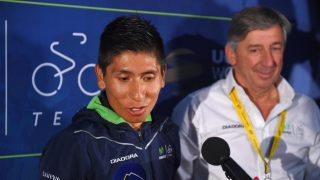FORSVARES AV SJEFEN: Eusebio Unzué (til høyre) forsvarer Nario Quintana etter en video som viser colombianeren hengende på en motorsykkel opp Mont Ventoux. Foto: Tim de Waele (©TDWSport.com)