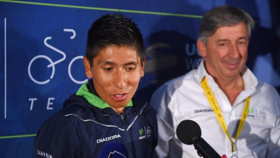 <b>FORSVARES AV SJEFEN:</b> Eusebio Unzué (til høyre) forsvarer Nario Quintana etter en video som viser colombianeren hengende på en motorsykkel opp Mont Ventoux. Foto: Tim de Waele (©TDWSport.com)