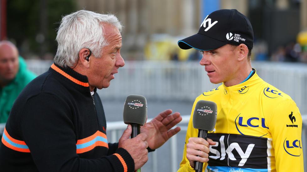TRIVES PÅ TV: Greg LeMond i aksjon for Eurosport under Tour de France. Her gjør amerikaneren et intervju med sammenlagt vinner Chris Froome i 2015.