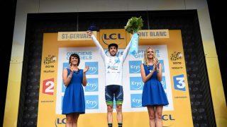 I HVITT: Men Adam Yates måtte tåle tidsstraff etter den 19. etappen av Tour de France. Foto: LIONEL BONAVENTURE (Scanpix/Afp)