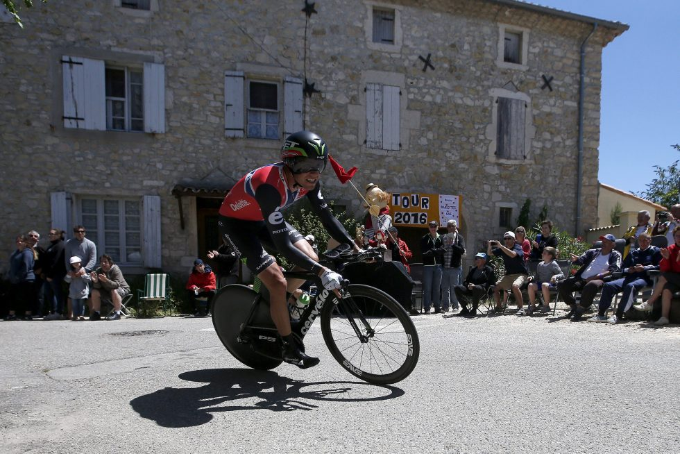 epa05426180 Team Dimension Data rider Edvald Boasson Hagen of Norway in action during the 13th stage of the 103rd edition of the Tour de France cycling race, an individual time trial over 37.5Km between Bourg-Saint-Andeol and La Caverne du Pont-d'Arc, France, 15 July 2016. EPA/KIM LUDBROOK