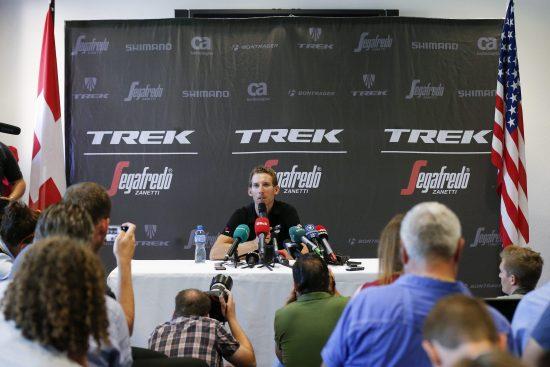 epa05431717 Dutch cyclist Bauke Mollema speaks during a press conference of team Trek-Segafredo on a Tour de France rest day at the US embassy in Bern, Switzerland, July 19, 2016. EPA/PETER KLAUNZER