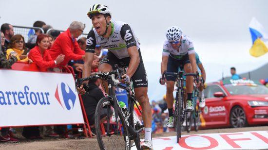SPURTSLO VALVERDE: Omar Fraile tok Valverde i spurten, og ble nummer fire på etappen. Dette sikret ham klatretrøyen med ett poeng, og nå ønsker han å beholde den videre. Foto: Tim de Waele.