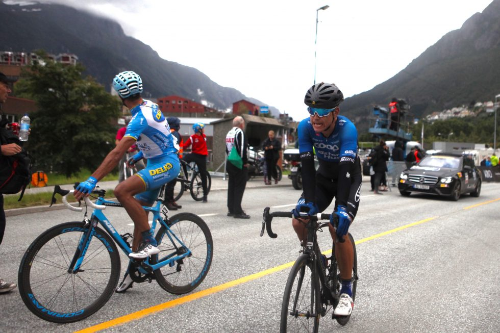 TROR PÅ JESNEN: Austevoll hadde en hjelpende hånd til Jensen i finalen torsdag. Nå skal han hjelpe lagkompisen på pallen i Tour des Fjords. (foto: procycling.no)