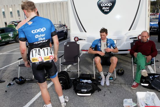 Aouch: Blikket til Oscar Landa sier det meste om Jensens kutt. Foto: Kjetil R. Anda / procycling.no