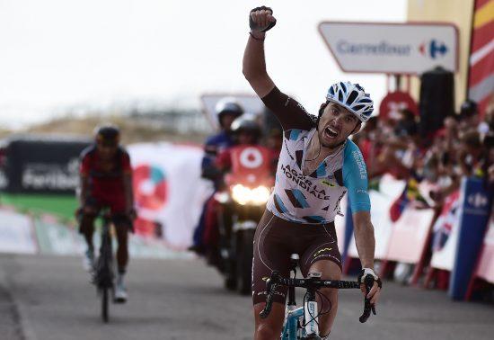 ETAPPEVINNER: Pierre Latour vinner den siste klatreetappen i Vuelta a España. Foto: AFP PHOTO / JOSE JORDAN