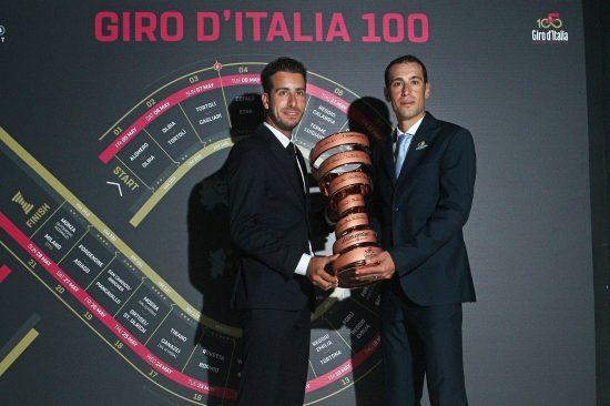 GIROEN DET STORE MÅLET: Vincenzo Nibali har et stort press på seg når han nesten alene bærer Bahrain-lagets resultatkrav på sine skuldre. FOTO: ©Tim De Waele/TDWSPORT.COM