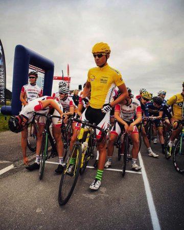 GULT ER KULT: Elias Spikseth syklet med den gule ledertrøyen under NorgesCupen i Trondheim.
