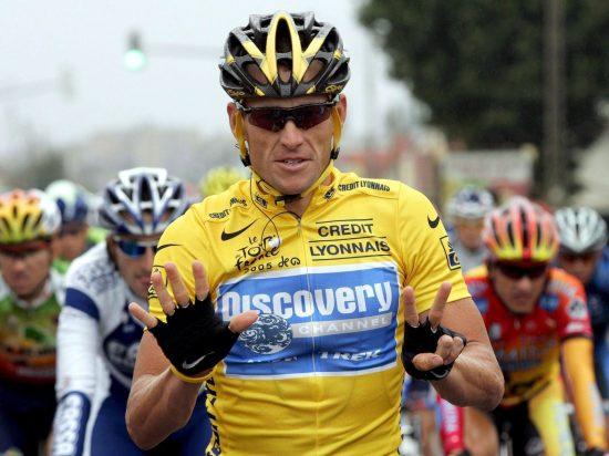 MER TRØBBEL: Fire år har gått siden Lance Armstrong ble fratatt sine sju Tour de France-titler. Nå rettes nye mistanker mot den kontroversielle amerikaneren. FOTO: EPA/OLIVIER HOSLET