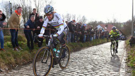 SATTE SITT STEMPEL PÅ DET: Peter Sagan tester beina over Molenberg under Omloop Het Nieuwsblad. Slovaken ankom klassikeråpningen rett fra høyden