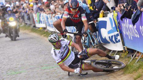 HVOR HEMMET ER HAN? Peter Sagan agerte som en ren hjelperytter i det siste oppkjøringsrittet foran Paris-Roubaix. Slovaken bedyrer selv at han kommer til å starte brosteinsklassikeren etter velten under Flandern rundt. FOTO: Tim De Waele/TDWSPORT.COM