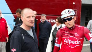 ALT GODT? Det skurret litt mellom Torsten Schmidt (til venstre) og Alexander Kristoff under tredagersrittet i De Panne. Tyskeren skal heller ikke ha vært imponert over nordmannens sene ankomst til Compiègne foran Paris-Roubaix. FOTO: Kjetil Anda