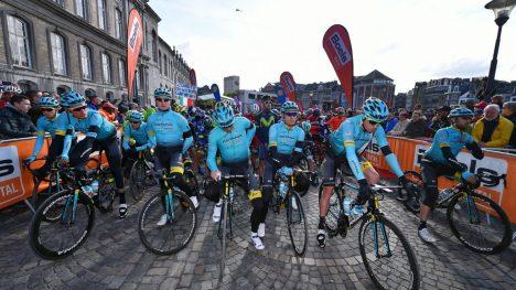 HEDRET SCARPONI: Astana syklet litt livs vanskeligste ritt under Liège-Bastogne-Liège. Flere av lagkameratene til Michele Scarponi gråt åpenlyst ved starten av rittet. FOTO: Tim De Waele/TDWSPORT.COM