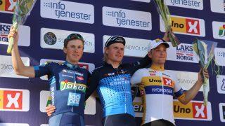 TRIVES: Rasmus Guldhammer tok sin andre UCI-seier på norsk jord under lørdagens Sundvolden GP. Her står han på podiet med Carl Fredrik Hagen (Joker-Icopal) og Amund Brekke Fløtten (Uno-X). FOTO: Jarle Fredagsvik