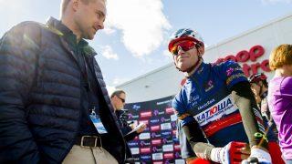 I ITALIA: Joona Laukka (til venstre) tilbyr i disse dager Alexander Kristoffs tjenester til flere andre WorldTour-lag foran 2018-sesongen. Nordmannen sier han fremdeles ikke har mottatt tilbud som åpner opp for at han blir værende i Katusha-laget. FOTO: Vegard Wivestad Grøtt