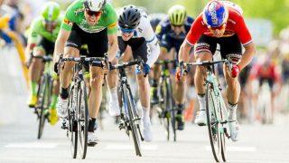 HAR FULGT EDVALD SOM EN SKYGGE: Edvald Boasson Hagen har tatt fem etappeseirer på 10 dager. August Jensen ( hvitt) har ikke tatt noen
