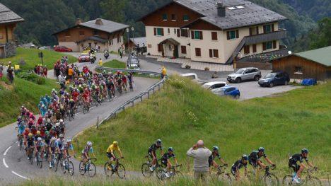 105 TIMER TOUR DE FRANCE: I år kan du nyte utallige timer av Tour de France hjemme i stuen. FOTO: Tim de Waele (TDWSport.com)