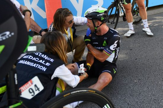 BRUKKET SKULDER: Mark Cavendish må stå av årets Tour de France. Foto: AFP PHOTO / POOL / STEPHANE MANTEY