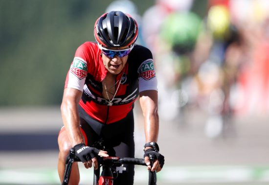 STYGT SKADET: RIchie Porte veltet stygt på den niende etappen. Foto: REUTERS/Christian Hartmann