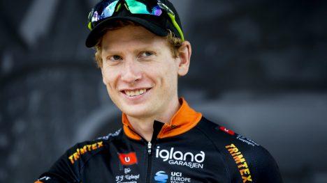 LANGSIKTIG PLAN: Det var nærmest umulig for Andreas Vangstad å bli proff som U23-rytter. - Jeg må heller være god nok som 25-26-åring